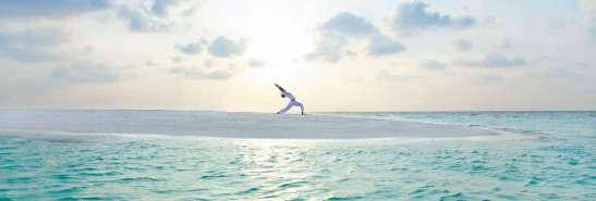 baros-maldives_sandbank-sunrise-yoga_hr1